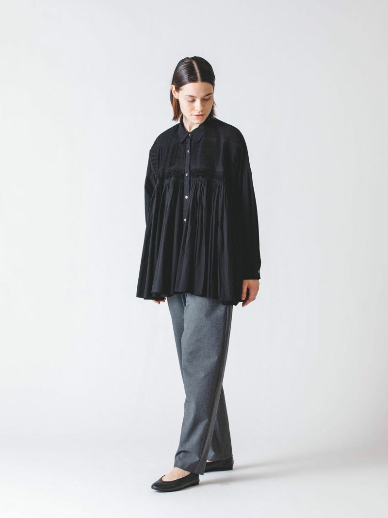 pintuck embroidery wide shirt / gray beige